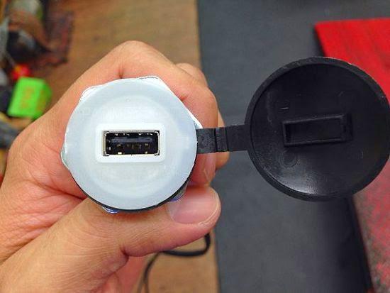 [開箱] 機車小U:機車專用USB車充機車族3C產品救星 IMG_3668