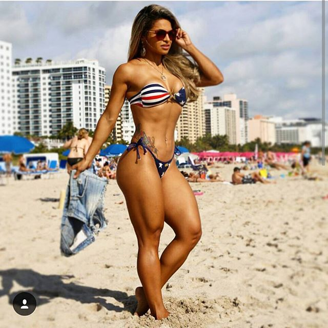 Aline Barreto Instagram photos