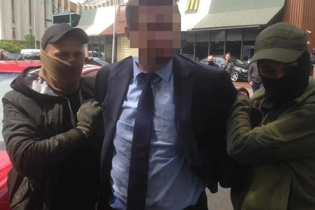 У Києві на хабарі спіймали високопосадовця із Міносвіти