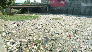 sungai cipageur cirebon penuh sampah