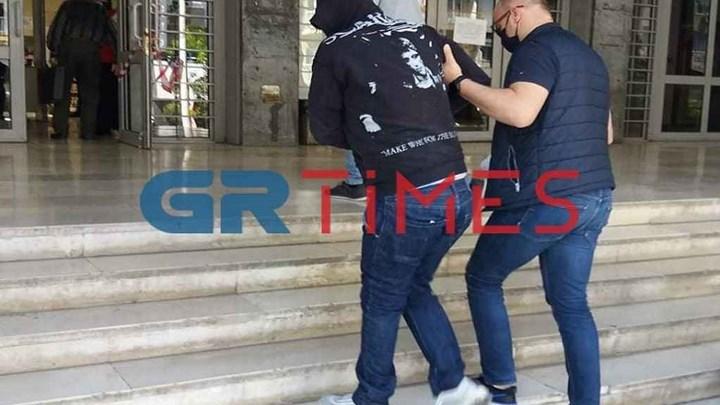 Ομολογία σοκ στη Θεσσαλονίκη: Παραδέχτηκε πως τεμάχισε την 40χρονη και την έκαψε στη σόμπα