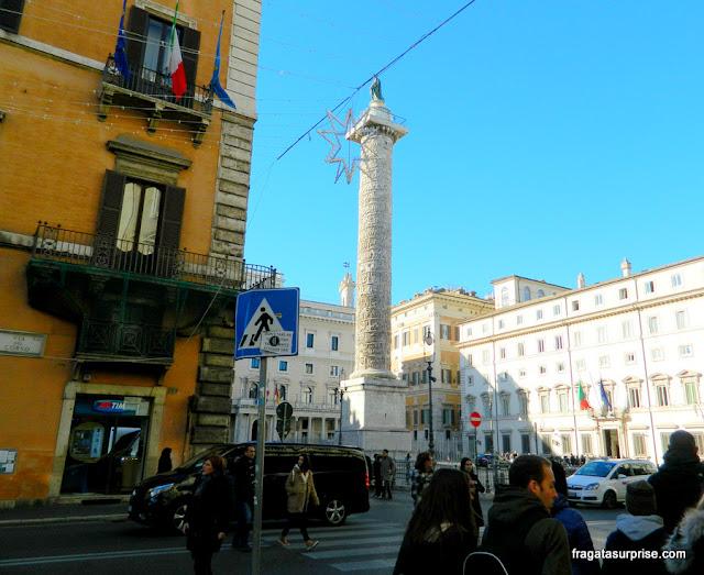 Coluna de Marco Aurélio, na Via del Corso, Roma