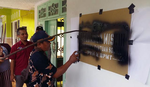 Labelisasi rumah penerima PKH di Desa Sukosari