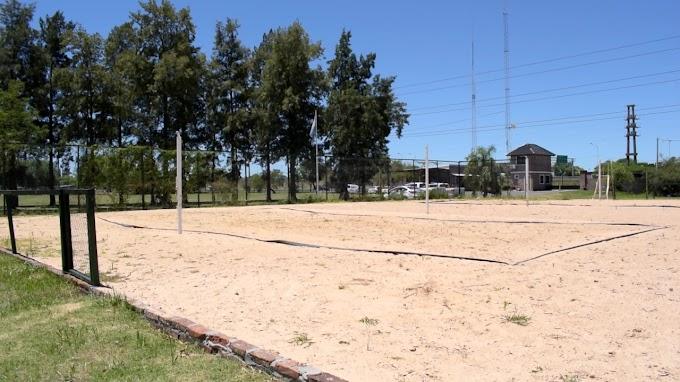 """Habilitaron la cancha de """"Beach Vóley"""" del Parque Regional"""