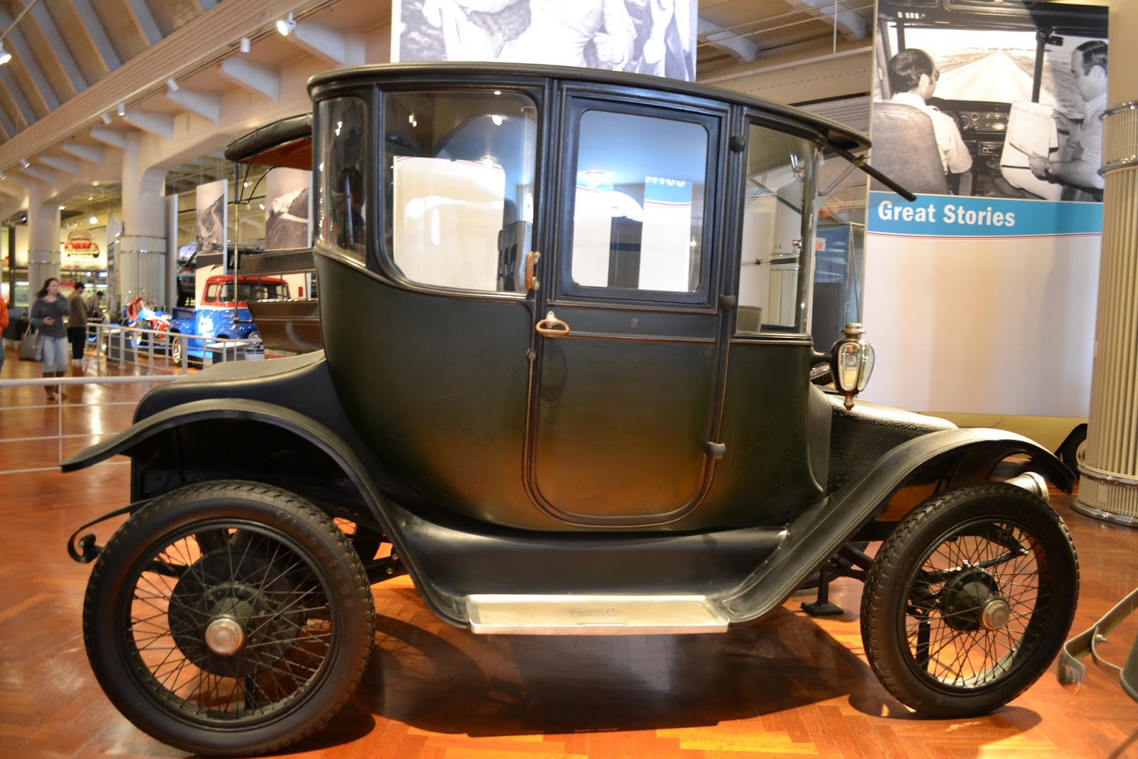 1914 Detroit Electric Model 47- автомобиль Клары Форд. Музей Генри Форда. Дирборн, Мичиган (Henry Ford Museum, Dearborn, MI)