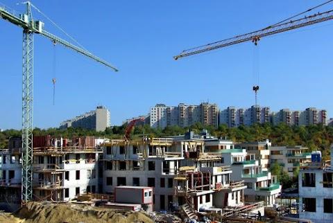 A tavalyi átlagbért alapul véve 7 évet kell dolgozni egy 70 négyzetméteres lakásért
