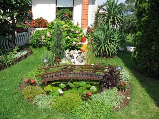 Contoh taman belakang rumah yang asri