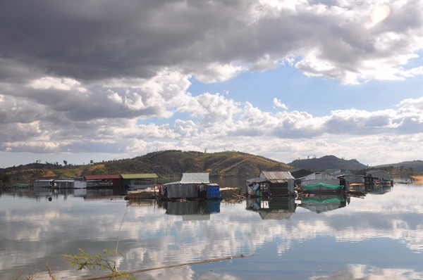 Độc đáo làng chài trên lòng hồ Sê San
