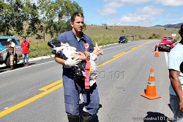 Familia seguia de Guarulhos para Arataca sofre acidente, menina de 11 anos e morta ao ser arremessada do carro