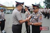 Dua Perwira Polres Sukabumi Kota Terima Pangkat Pengabdian
