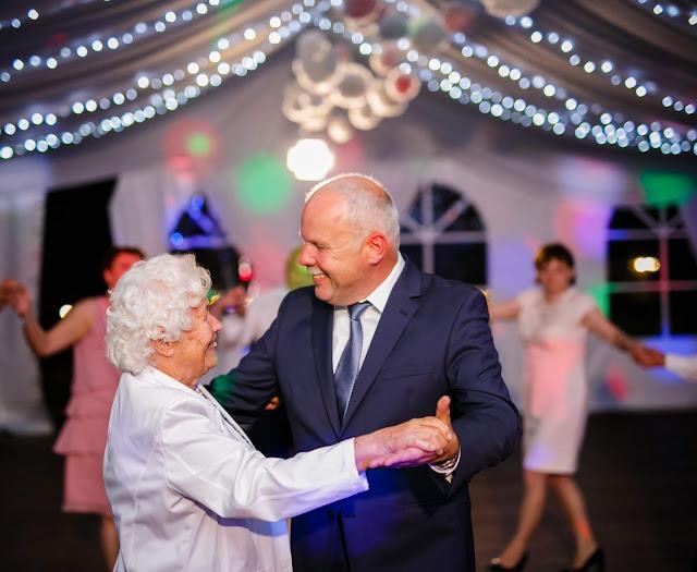 babcia, taniec, wesele, para, seniorzy, ślub, zabawa weselna, dziadkowie na weselu, dziadkowie, podziękowanie