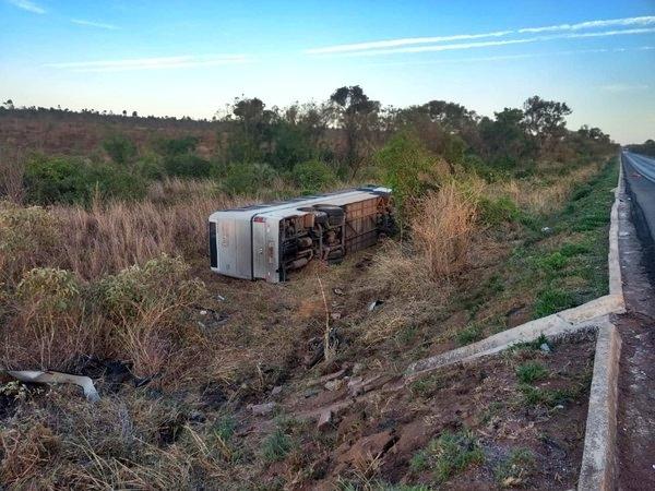 Acidente com ônibus mata 4 pessoas e deixam vários feridos no Norte de Minas
