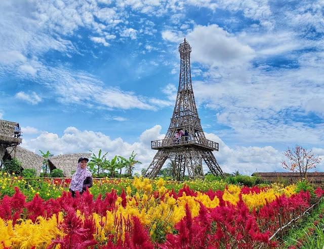 Menara Eiffel di Magelang
