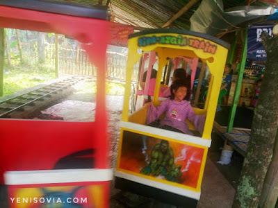 wahana permainan anak di tempat wisata situ bagendit, garut, jawa barat