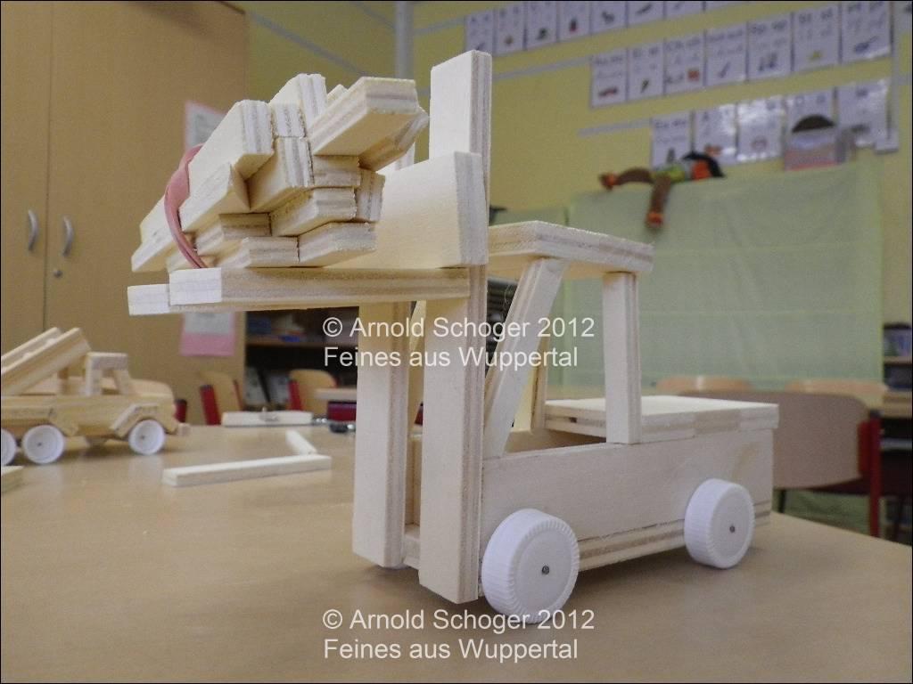 kreative holz ag an der grundschule holz fahrzeug basteln. Black Bedroom Furniture Sets. Home Design Ideas