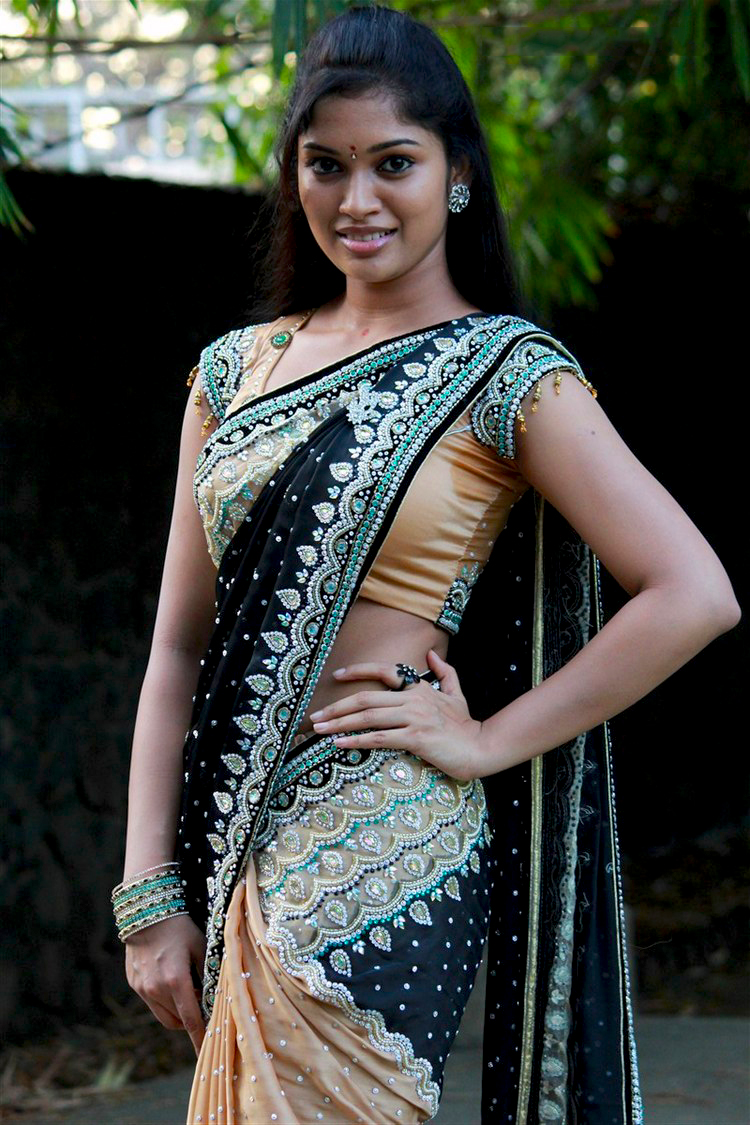 Sri Priyanka Stunning Saree Photos