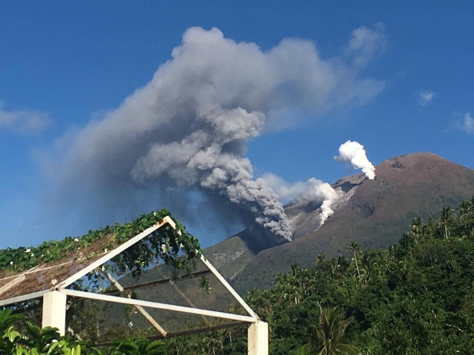 """Résultat de recherche d'images pour """"photo volcan bulusan"""""""