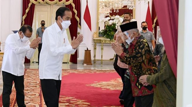 Ngabalin Beberkan Cerita di Balik Pertemuan Jokowi dan Amien Rais di Istana