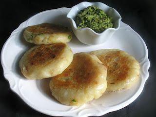 Potato Patties Stuffed with Spiced Green Peas (Aloo Matar Tikki)