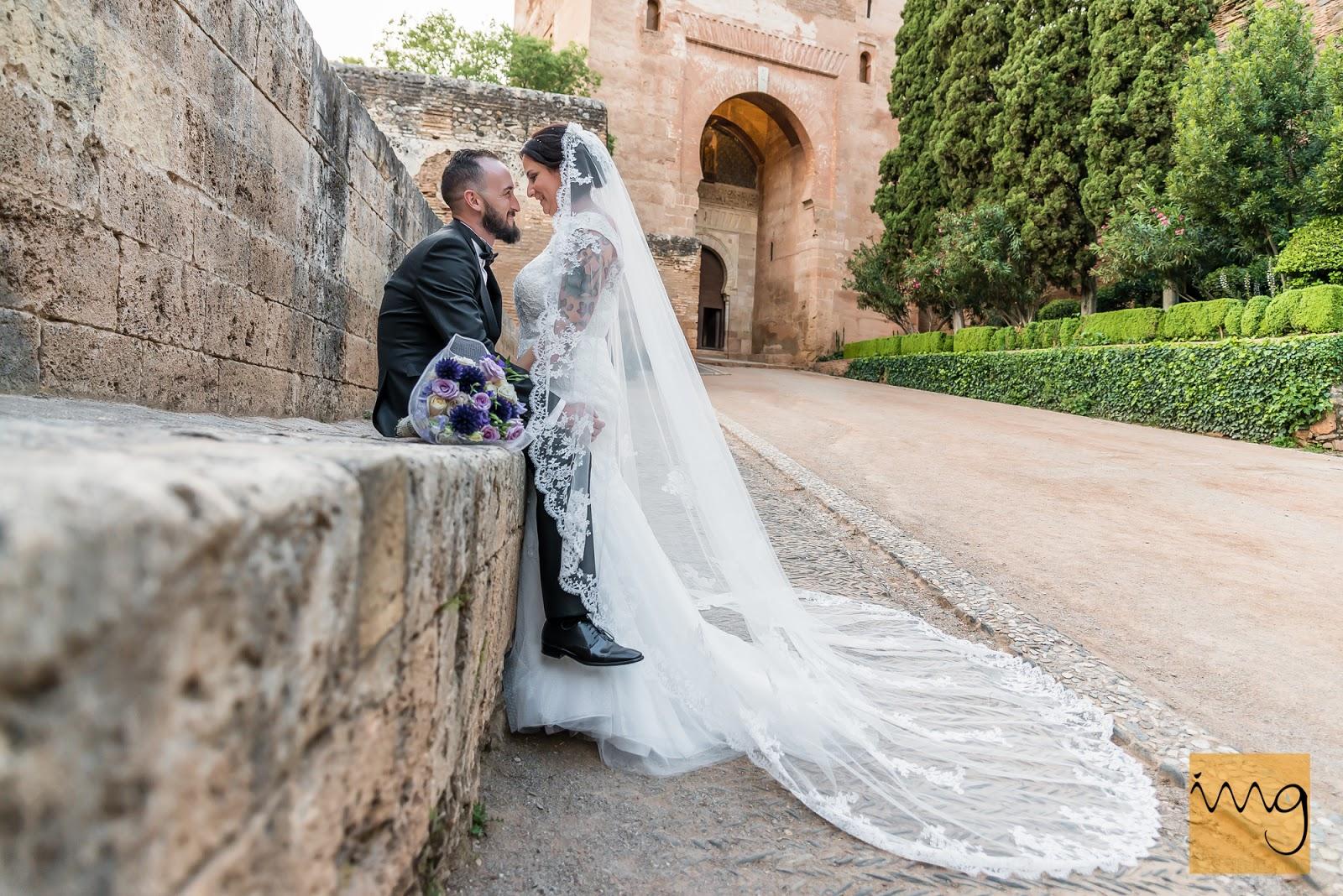 Fotografía original de los recién casados en el bosque de la Alhambra