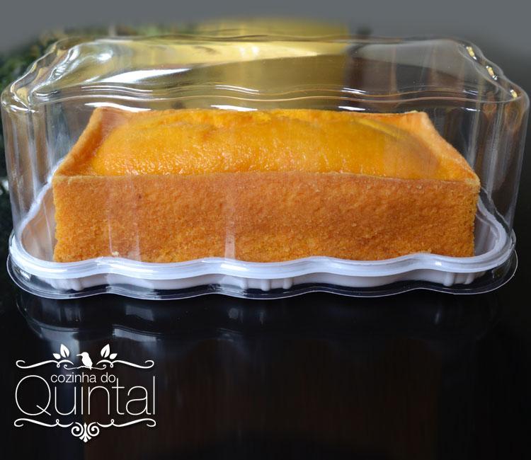 O bolo ficou alto, macio, fofinho! Bolo de Cenoura na embalagem da Galvanotek. Eu adorei o resultado =)