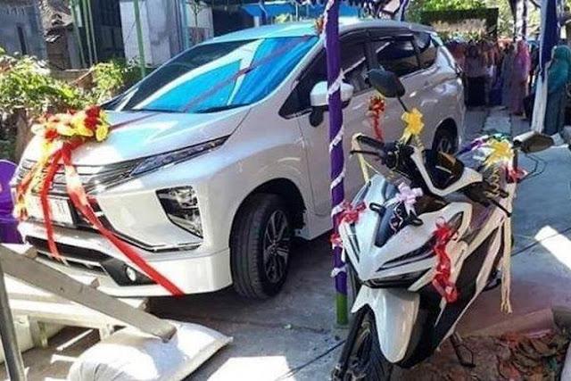 Keren, TKI Ini Beri Seserahan Mobil dan Motor Kepada Mempelai Wanita di Hari Pernikahannya