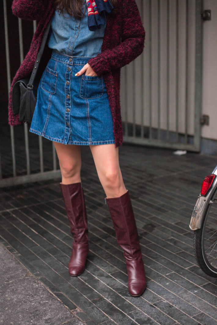 outfit: 70s inspired in denim shirt, denim skirt, neckscarf and boots