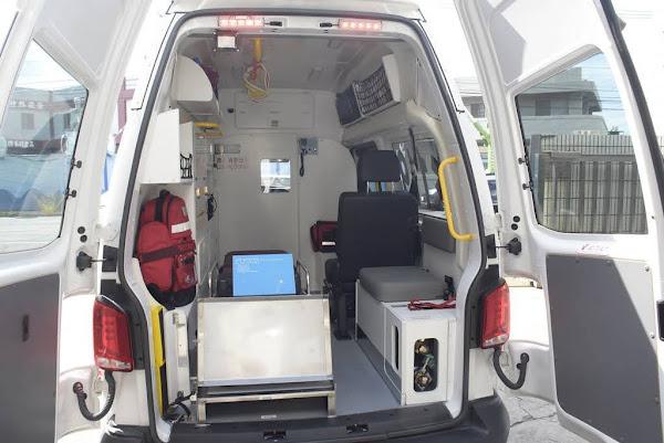 鹿港水五金鐘泰公司回饋鄉里 捐彰化縣消防局救護車