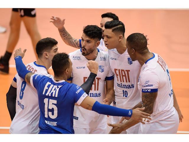 Equipe do Fiat/Minas comemorando ponto na vitória em cima do Itapetininga pela semifinal da Superliga masculina