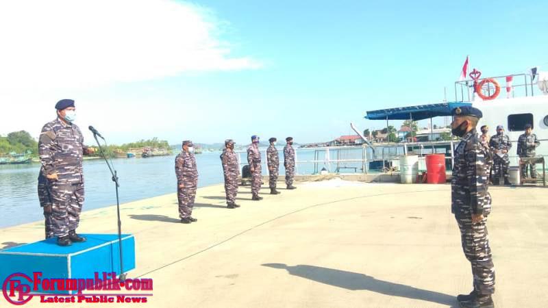 Lanal Sibolga Gelar Upacara Pelepasan Peserta Tim Pengibaran Bendera di Dasar Laut bersama Komantab Menuju Pulau Poncan