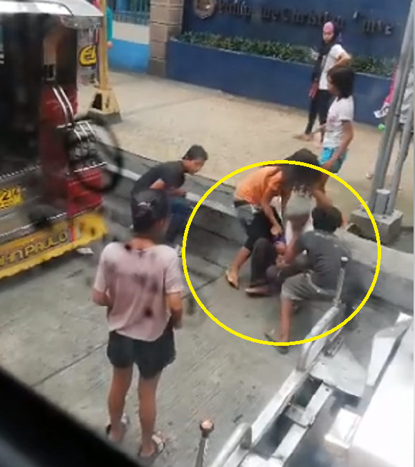 Minors gang up on old man, pull him out of jeep in attempt to steal his bag