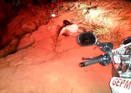 http://www.jornalocampeao.com/2019/10/rapaz-foge-da-policia-atropela.html