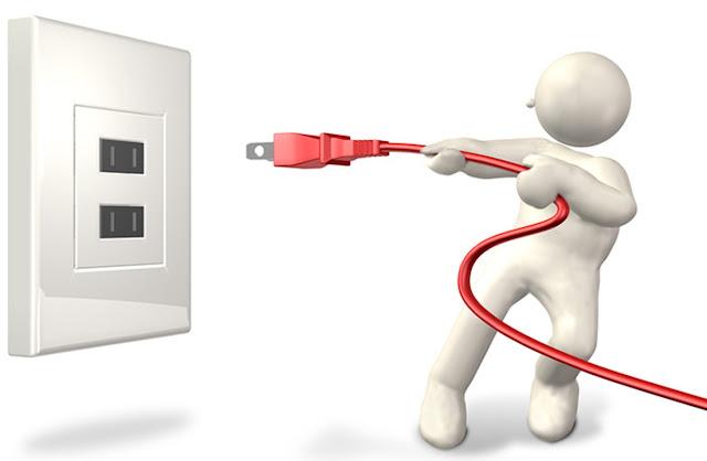Rút nguồn điện khi lau màn hình 1