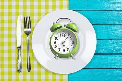 رجيم الصيام المتقطع وكيف يساعد على خسارة الوزن وحرق الدهون المتراكمة؟