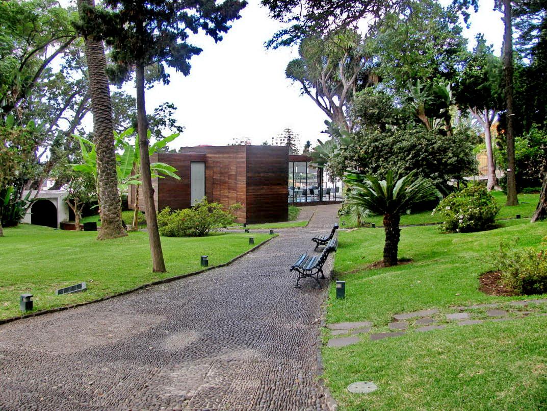 restaurant and cafe in Quinta das Cruzes Museum
