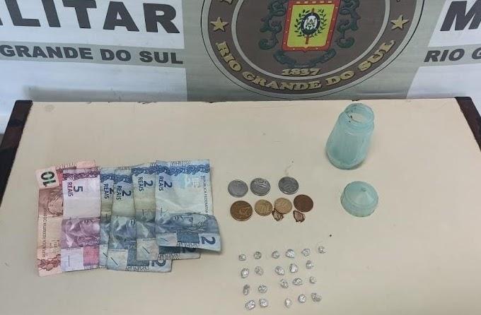 Dupla é presa por tráfico de drogas na Anair em Cachoeirinha