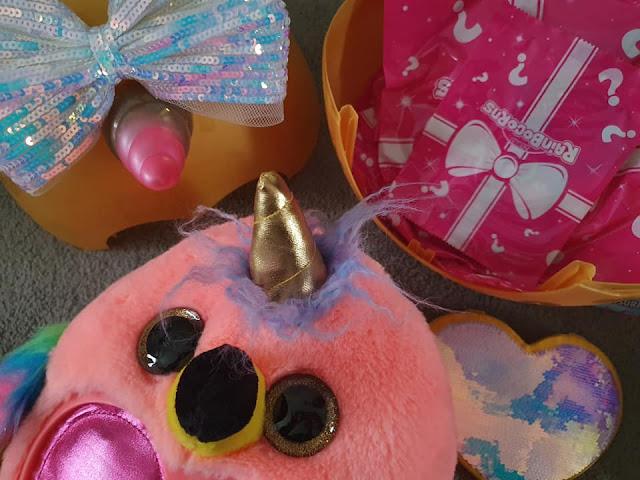 Rainbocorns-Big-Bow-Surprise-flamingo