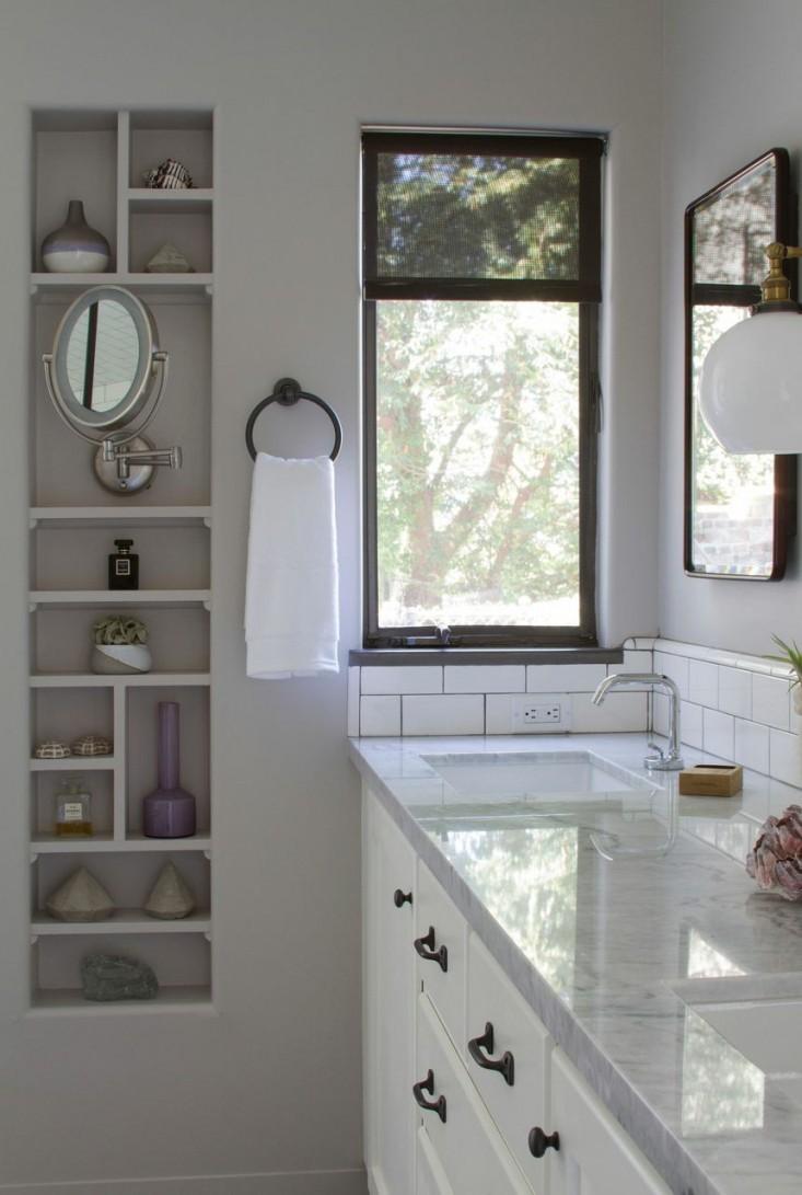 Unlock hidden storage display remodelando la casa for Bathroom rehab