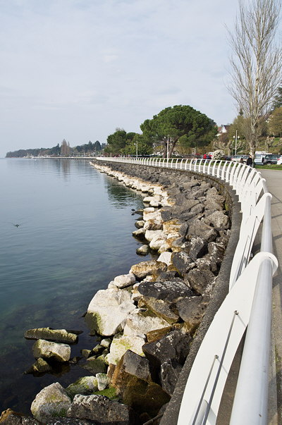 A walk along Geneva lake