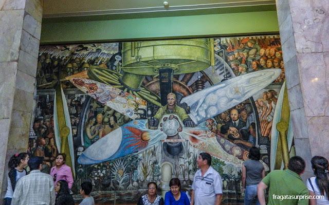 O Homem controlador do universo, mural de Diego Rivera no Palácio Nacional de Belas Artes