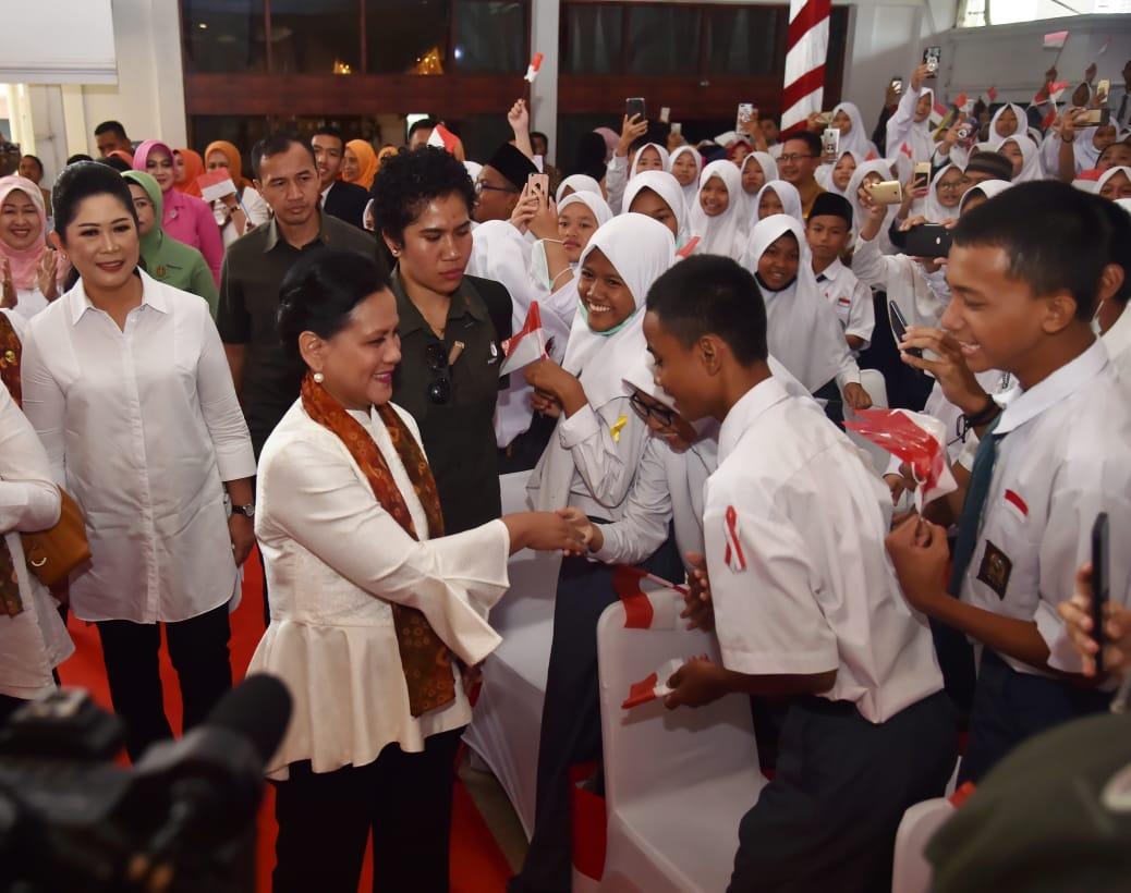 Ibu Negara Sosialisasikan Bahaya Narkoba Untuk Pelajar Di Palembang