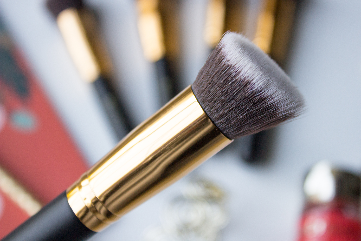 BH Cosmetics Sculpt & Blend Angled Contouring Face Brush