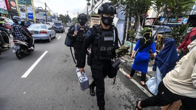 """Tas Bertuliskan """"Awas Bom"""" Tergantung di Tiang Jalan Bikin Geger Warga Sumut"""