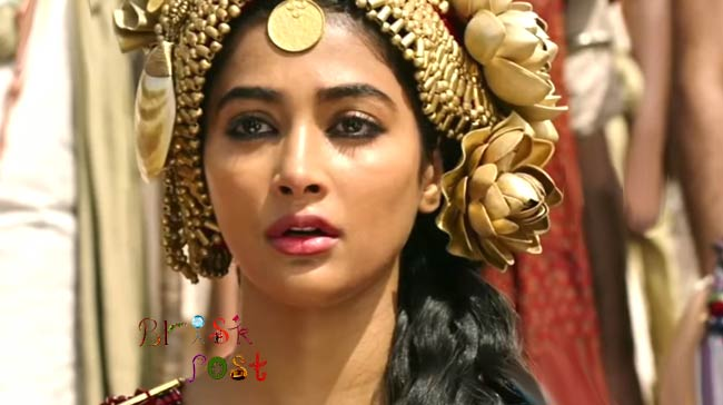 Pooja Hegde's facial make up with golden rose flower coin crown in Mohenjo Daro
