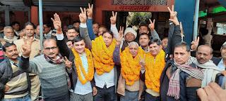 केराकत बार चुनाव में राजमणि अध्यक्ष व मुकेश चुने गये महामंत्री  | #NayaSaberaNetwork