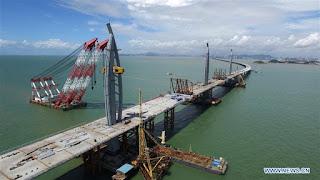 Boris Johnson lance l'idée d'un pont sur la Manche