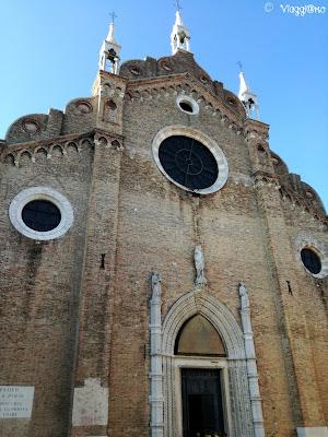 Facciata della Basilica nel sestiere di San Rocco