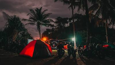 Malam di Pantai Madasari