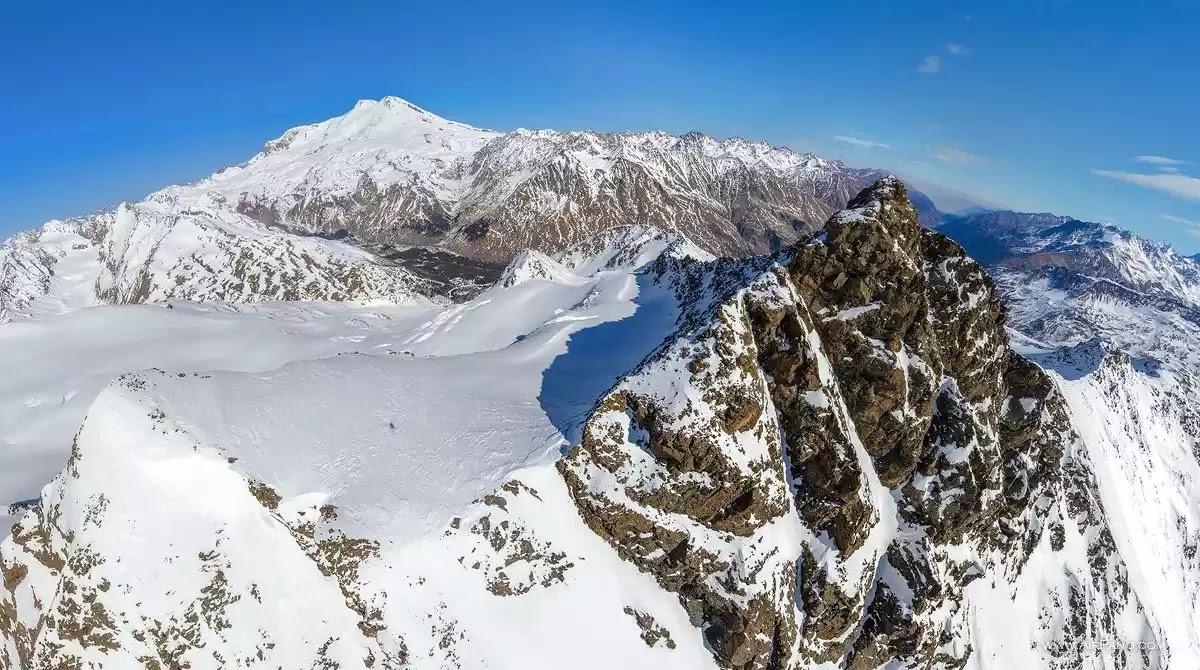 H ψηλότερη κορυφή της Ευρώπης  όρος Elbrus  στο Καύκασο  το ιερό βουνό  και η πύλη σε ένα άλλο κόσμο (vid)