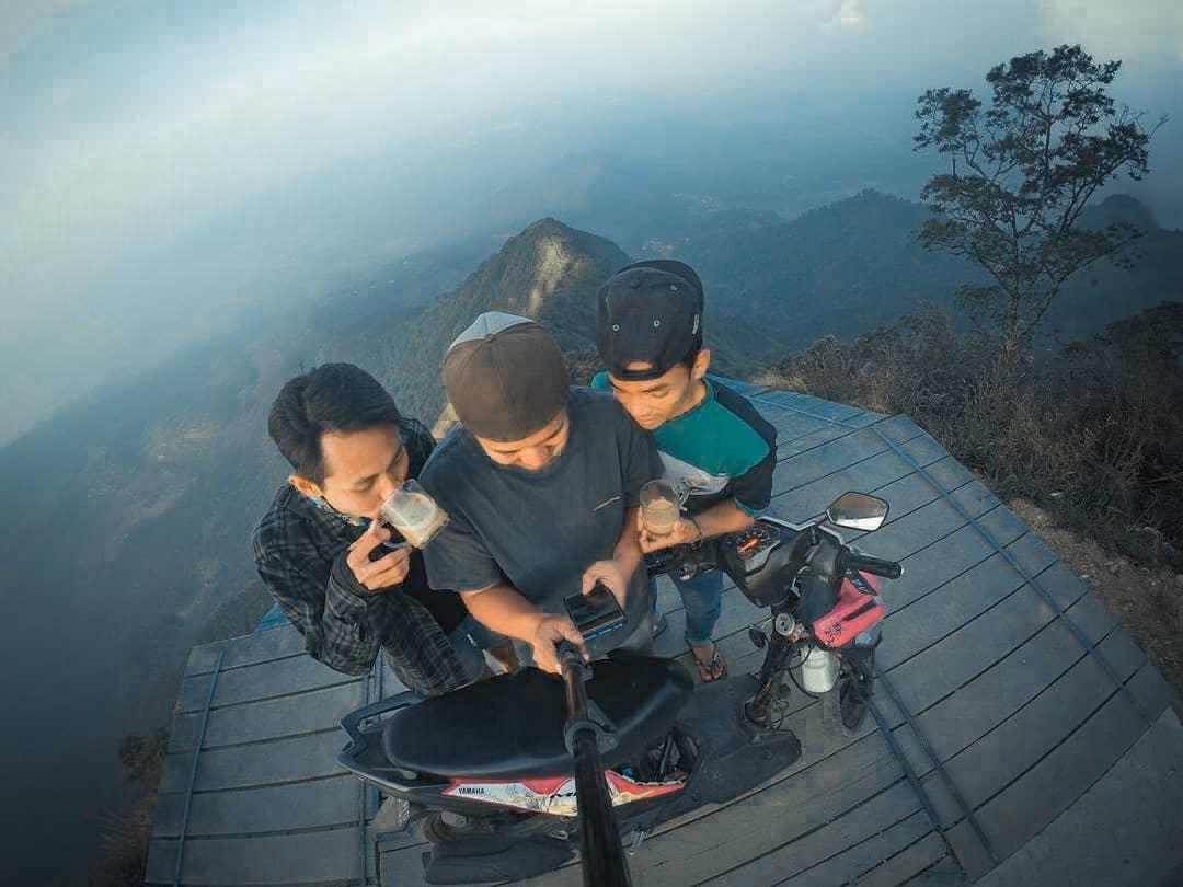Wisata Puncak Gunung Telomoyo Magelang Jawa Tengah